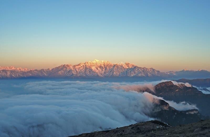 China Sichuan, de berglandschap van het Vee Ganzi, clou stock afbeelding