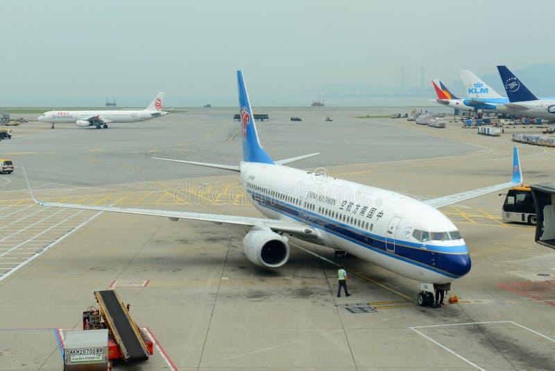 China Southern Airlines B737 bei Hong Kong Airport stockbilder