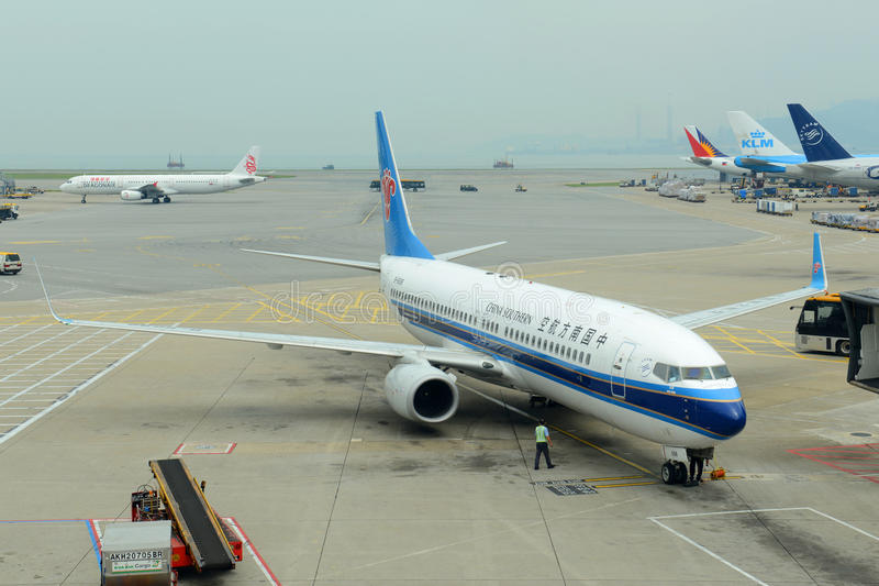 China Southern Airlines B737 en Hong Kong Airport imagenes de archivo
