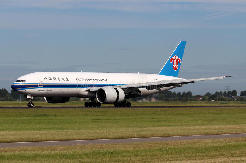 China Southern Airlines-Lading Boeing 777-F1B royalty-vrije stock foto's