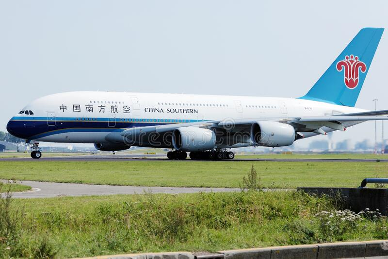 China Southern Airlines A380 mit Airbus am Flughafen Schiphol, AMS stockfotos