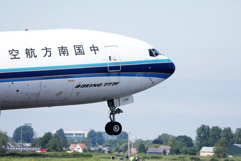 China Southern decola do Aeroporto Schiphol de Amsterdã, AMS imagem de stock royalty free