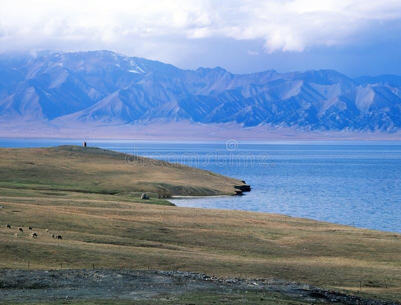 China/Xinjiang: Het meer van Sailimu stock fotografie
