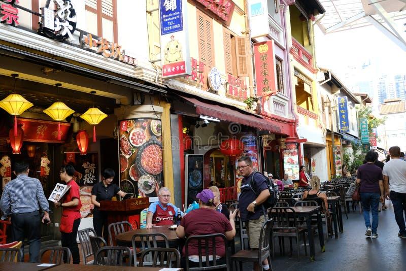 Chinatown, Singapur - 8 de marzo de 2019: Ambiente de la comida de la calle de Chinatown foto de archivo libre de regalías