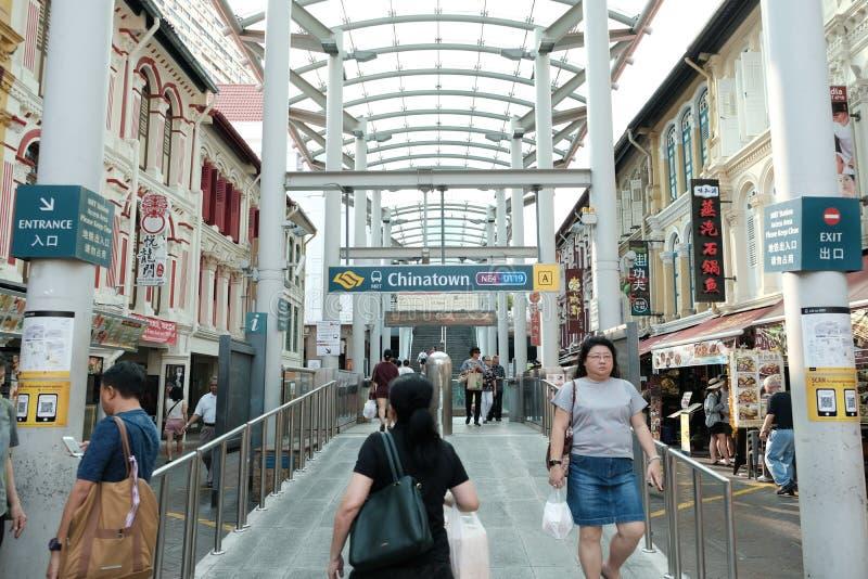 Chinatown, Singapur - 8 de marzo de 2019: Entrada del MRT de Chinatown foto de archivo libre de regalías