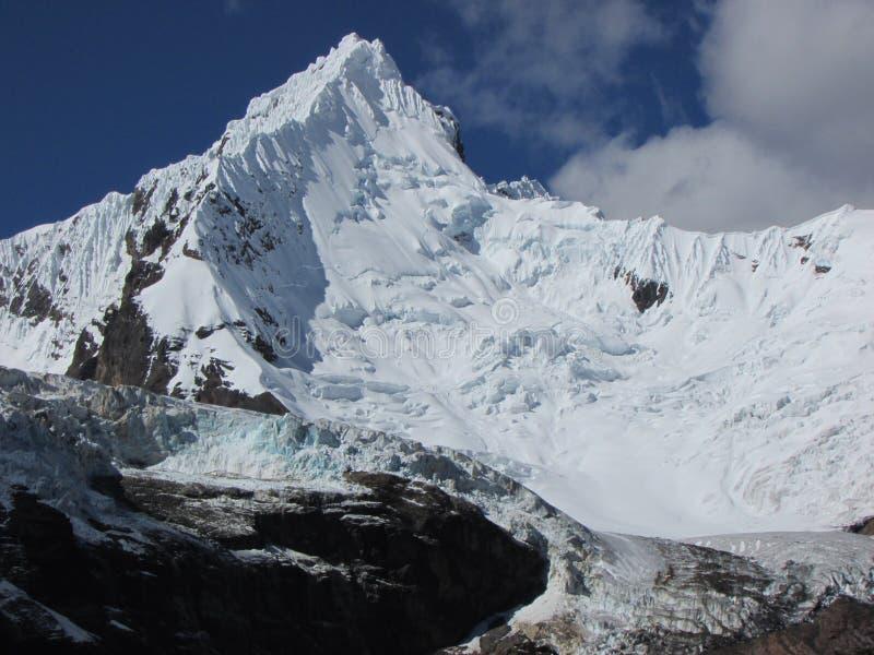 Chinchey szczyt i lodowiec, Huascaran park narodowy Peru obraz stock