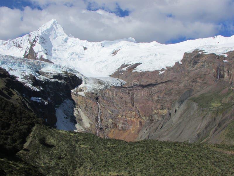 Chinchey szczyt i lodowiec, Huascaran park narodowy Peru zdjęcie royalty free