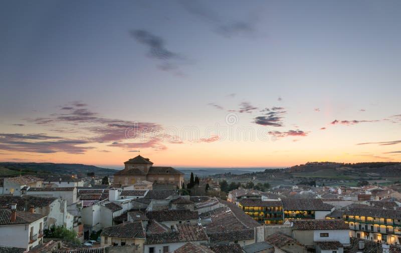 Chinchon bysikt på solnedgången, Madrid, Spanien royaltyfri fotografi