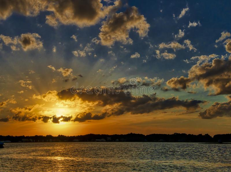 Chincoteague sommarsolnedgång arkivfoton