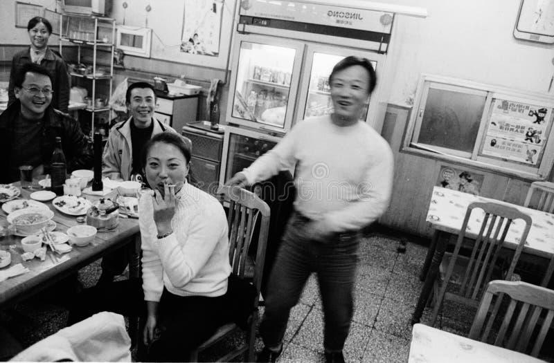 Chine-Pékin décembre 2002 - à l'intérieur d'un restaurant dans le Chinois photographie stock