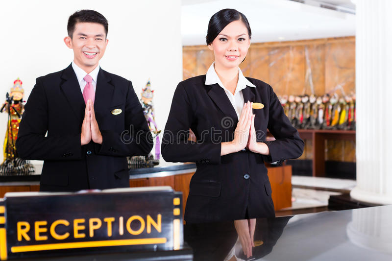 Chinees Aziatisch ontvangstteam bij hotel voorbureau royalty-vrije stock foto
