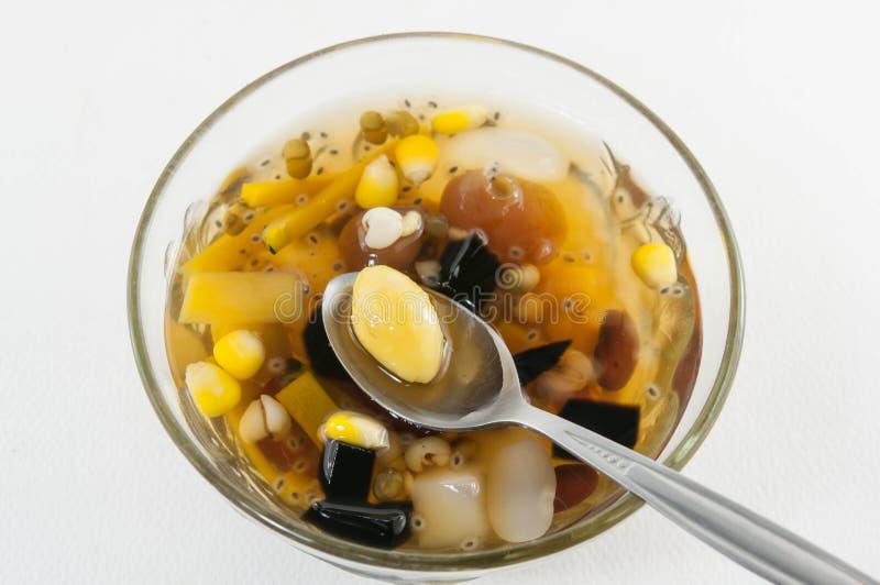 Chinees dessert, Lotus-zaad en geassorteerde Bonen in Longan-Stroop stock fotografie