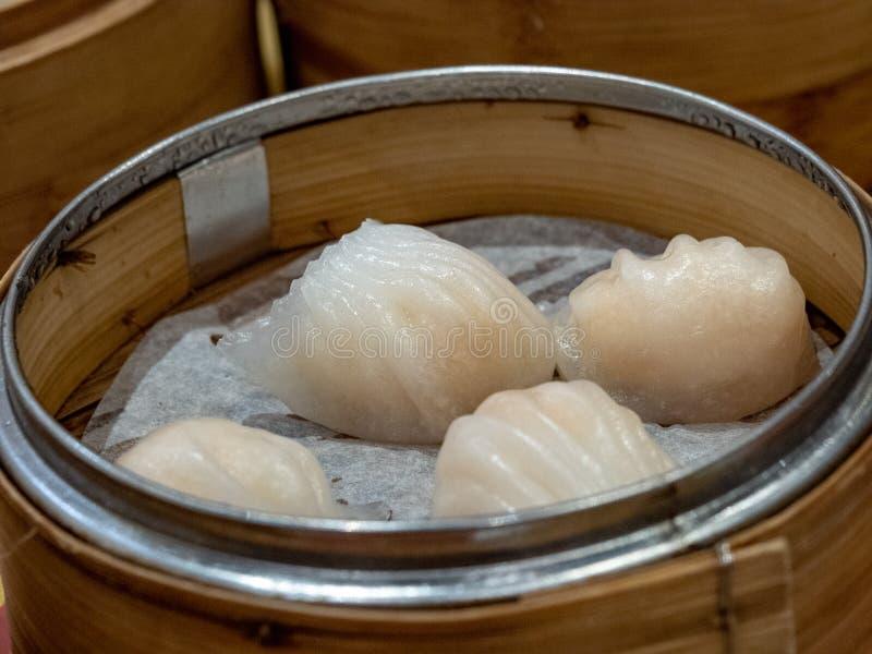 Chinees dim sum in een bamboemand royalty-vrije stock afbeeldingen