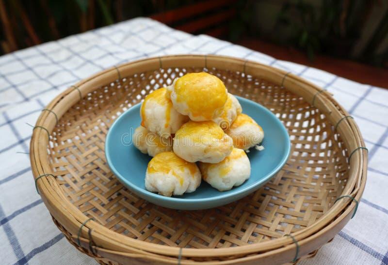 Chinees gebakje met gezouten eierdooier royalty-vrije stock foto's