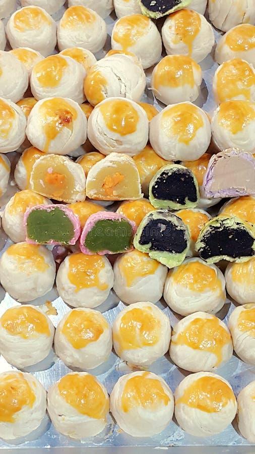 Chinees gebakje met het dessert van de eierdooierbakkerij royalty-vrije stock afbeeldingen