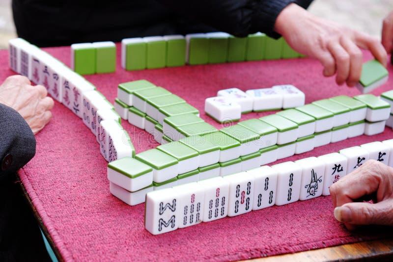 Chinees het spelen mahjong stock foto's
