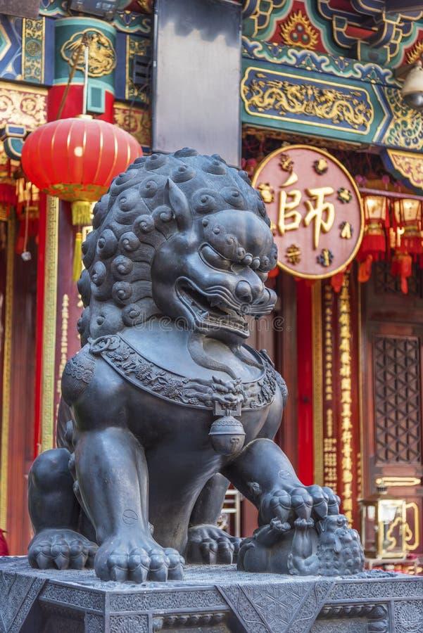 Chinees Leeuwstandbeeld in Wong Tai Sin Temple in Hong Kong, China royalty-vrije stock foto's
