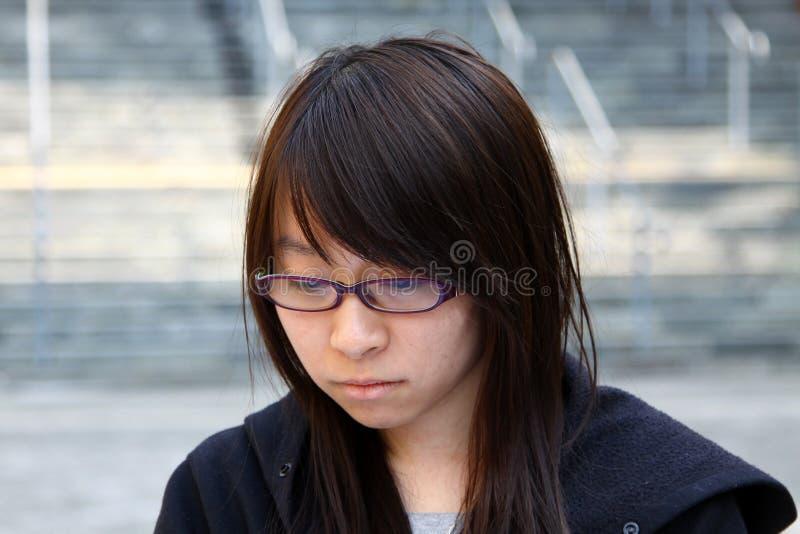 Chinees meisje met droevig gezicht stock fotografie