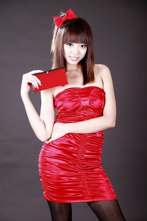 Chinees meisje met een portefeuille stock foto's