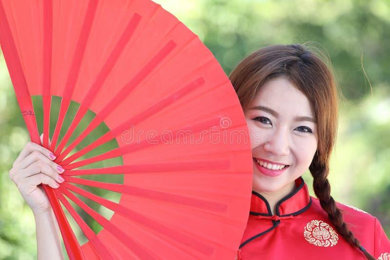 Chinees meisje met kleding traditionele Cheongsam royalty-vrije stock foto