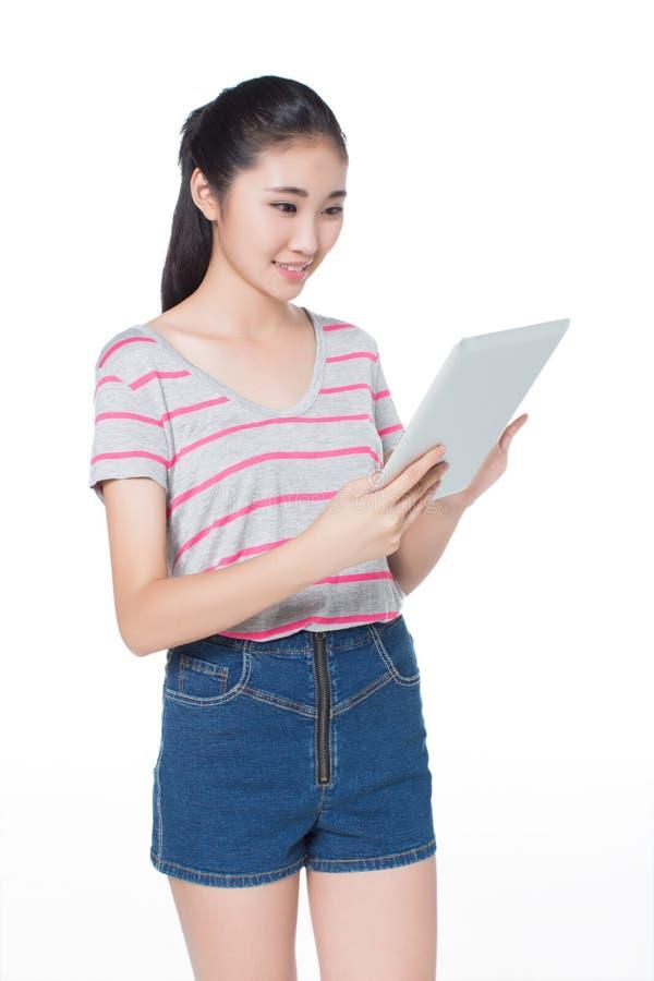 Chinees meisje met tablet stock afbeeldingen