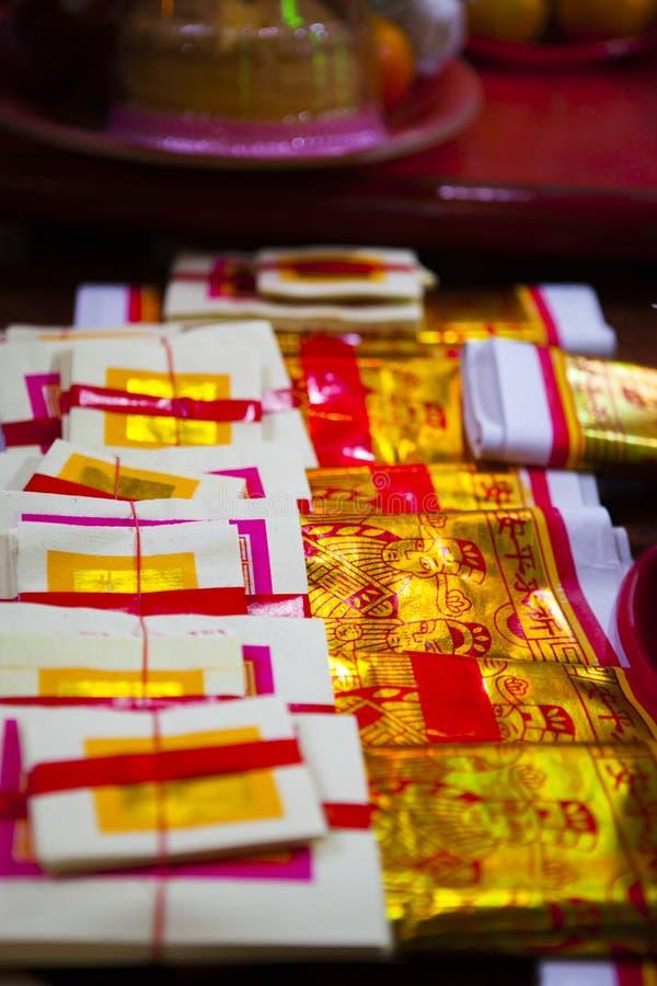 Chinees Nieuwjaar, Lantaarnfestival die, Taiwanese Volksdouane, Ceremonie, Gouden die Document zegenen door Gebed wordt gebruikt stock foto's