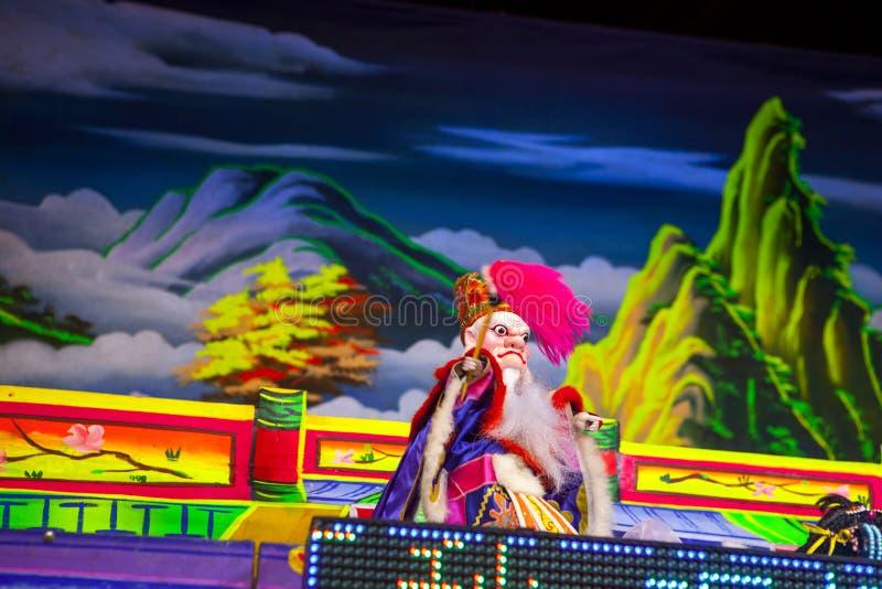 Chinees Nieuwjaar, Lantaarnfestival, Taiwanese volksdouane, zegenend rituelen en excursies, Openlucht de operapoppenspel van Taiw stock fotografie
