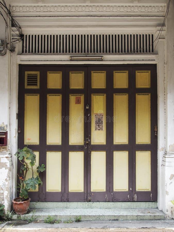 Download Chinees-Portugese deur stock afbeelding. Afbeelding bestaande uit huis - 39102879