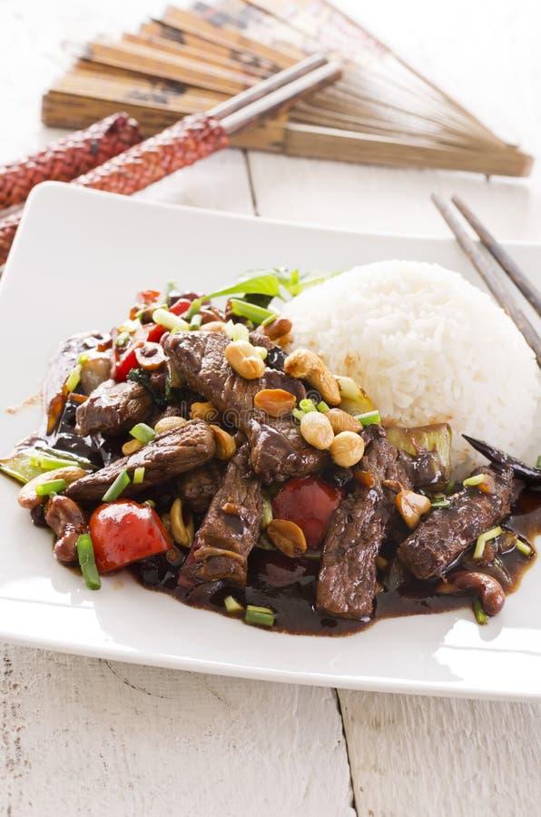 Chinees Rundvlees met Spaanse peperssaus stock afbeelding