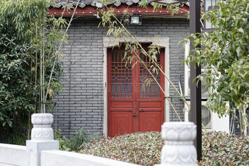 Chinees woodcarving een deur-hoek van het park stock foto