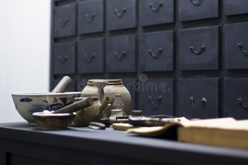 Chinese antieke geneeskundewinkel stock foto