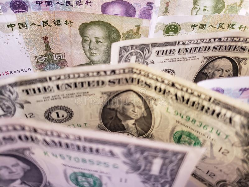 Chinese bankbiljetten en Amerikaanse dollarrekeningen