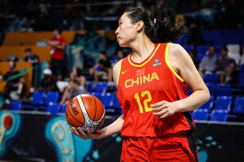 Chinese basketbalspeler, Jiacen Liu, tijdens basketbalgelijke AUSTRALIË versus CHINA stock foto