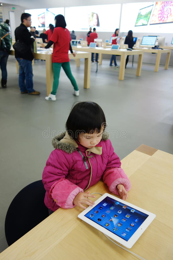 Download Chinese Child Playing Ipad In The Apple Store Editorial Photo - Image of family, communication: 28987321