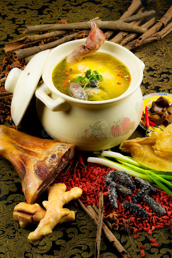 Free Chinese Cuisine, Chicken Soup In The Pot Royalty Free Stock Photos - 17594758