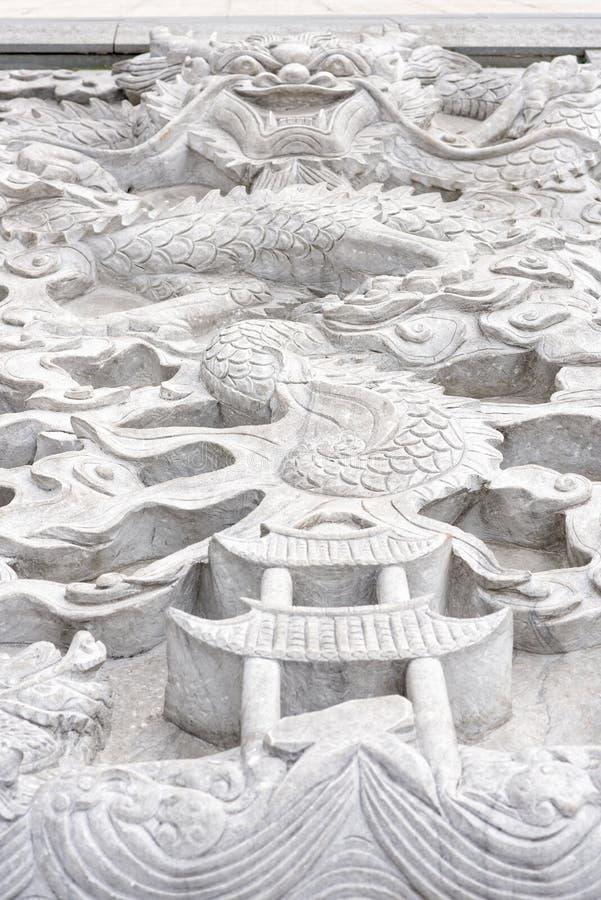 Chinese Draak - witte marmeren hulp royalty-vrije stock afbeelding