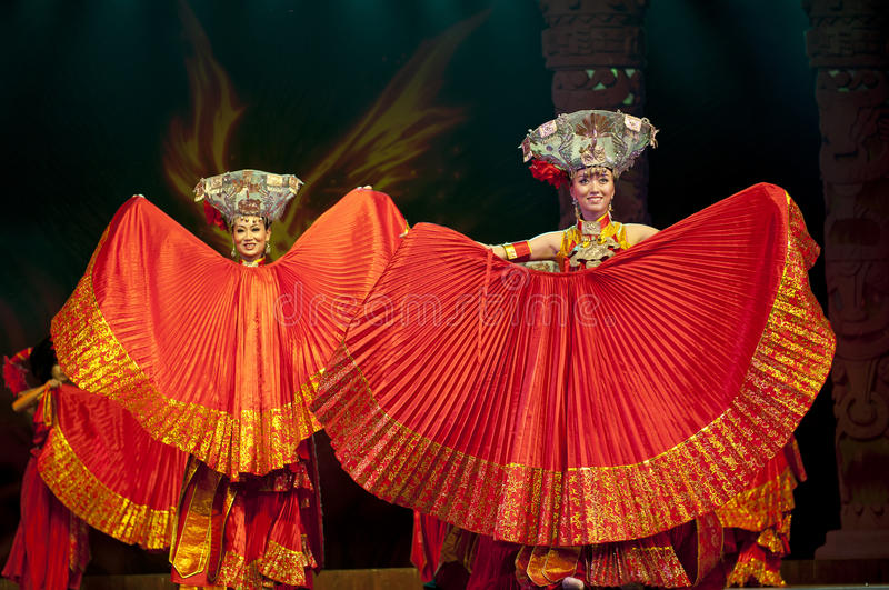 Download Chinese Ethnic Dance Of Yi Nationality Editorial Stock Photo - Image: 27498233