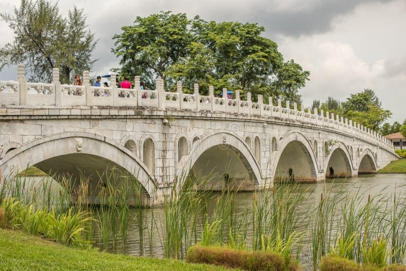 2016 Chinese-Garten-Brücke redaktionelles stockfoto. Bild von ...