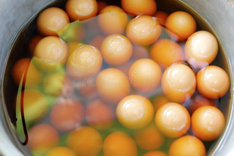 Chinese geneeskunde gekookte eieren stock foto's