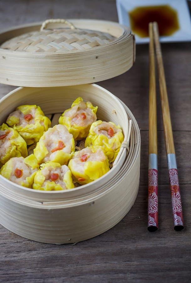 Chinese Gestoomde Dimsum in Bamboe royalty-vrije stock afbeeldingen