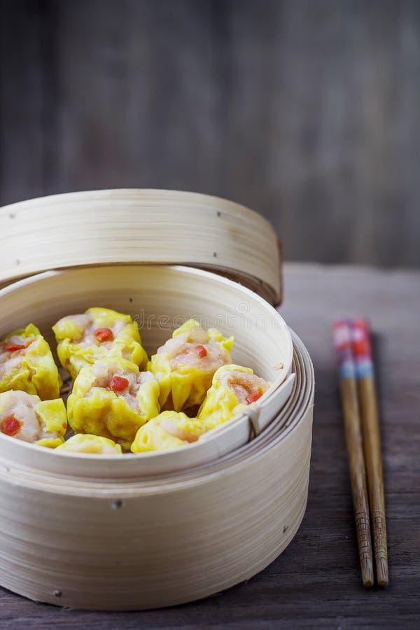 Chinese Gestoomde Dimsum in Bamboe royalty-vrije stock afbeelding
