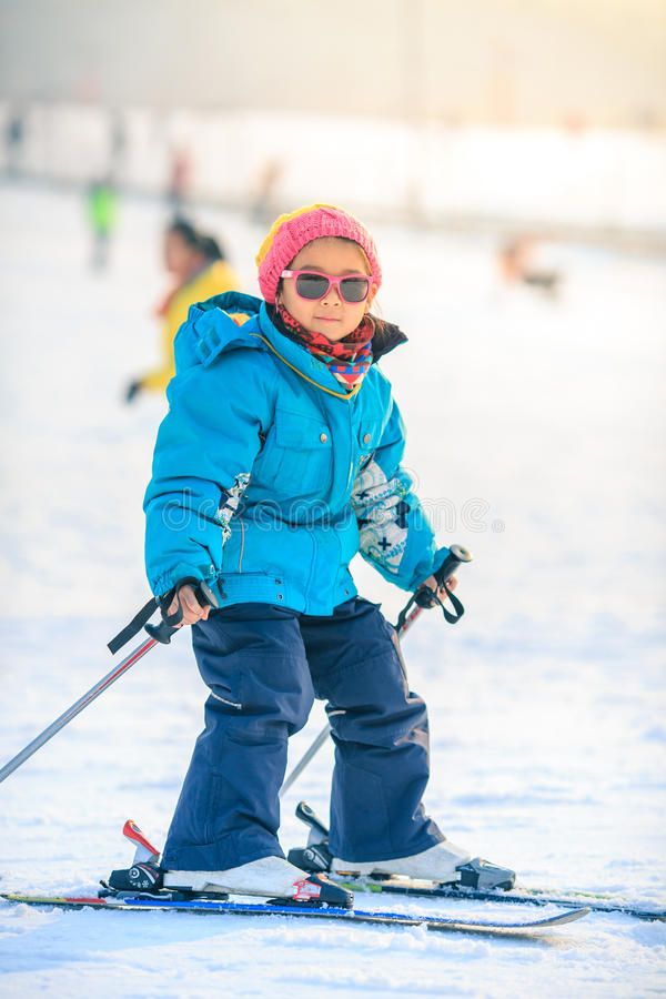 Free Chinese Girls Are Practicing Skiing Royalty Free Stock Images - 60084619