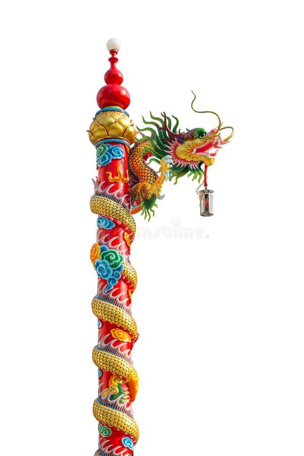 Chinese gouden die draak rond rode pool, Chinees-Stijlbui wordt verpakt stock fotografie