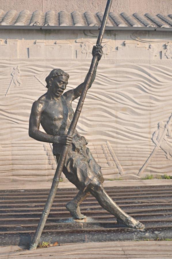 Chinese het bronsstandbeeld van de lichaamskunst het plukken hulde, Chinees uniek cijferstandbeeld, oud cijferstandbeeld, stock fotografie