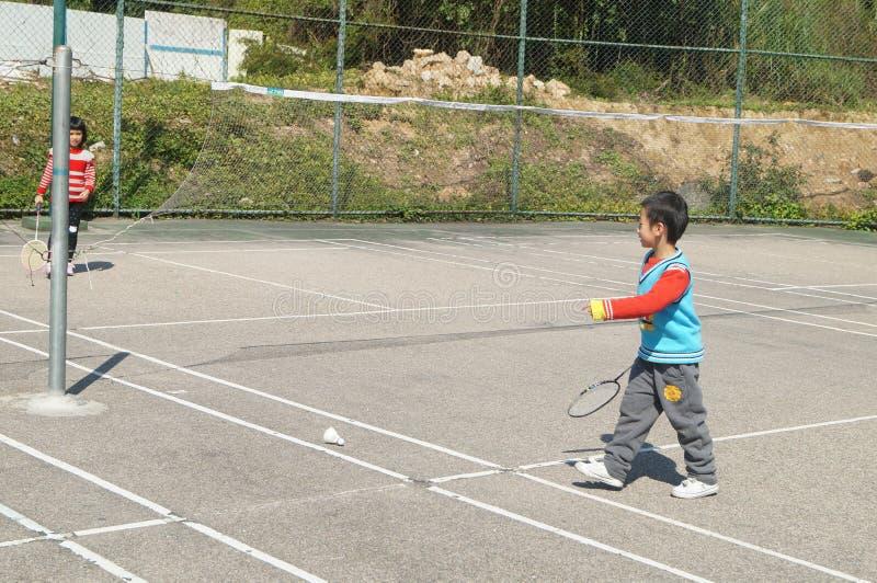 Chinese kinderen die badminton spelen royalty-vrije stock foto's