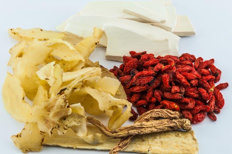 Download Chinese Kruiden Op Houten Achtergrond Stock Foto - Afbeelding bestaande uit oosters, geneeskunde: 39103356