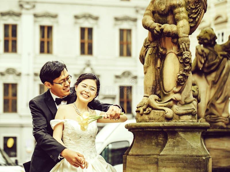 Chinese leuke jonge jonggehuwden royalty-vrije stock fotografie