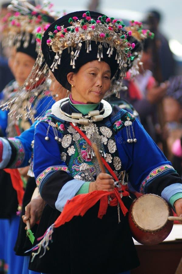 Chinese Miao nationaliteitsvrouw stock afbeeldingen
