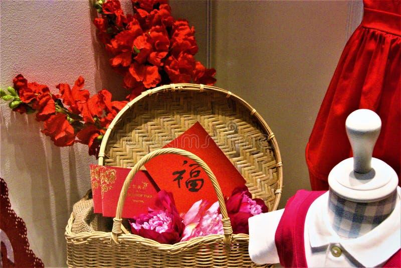 Chinese Nieuwjaarmand de vertoning van hoopdecoratie bij het shoping van wandelgalerij royalty-vrije stock foto