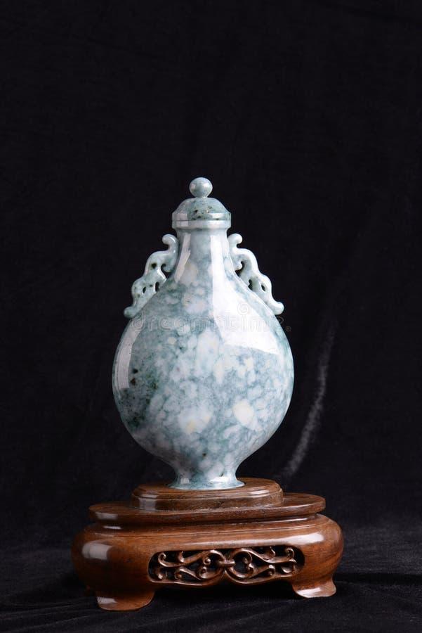 Chinese oude jade het snijden kunst van een vaas stock afbeelding
